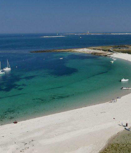 Le tombolo qui relie l'île de Saint Nicolas à l'Ile de Bannanec sur l'Archipel des Glénan