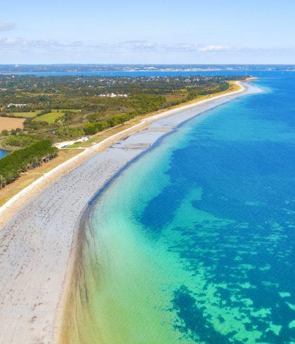 Profiter d'une balade les pied dans l'eau sur les grandes plages de sable fin entre Beg-Meil et Mousterlin