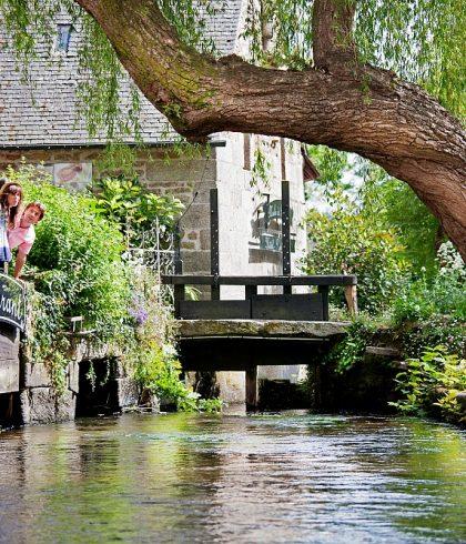 Se balader dans le charmand village de Pont-Aven et découvrir ses artistes