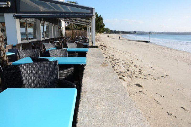 terrasse-restaurant-les-pieds-dans-l-eau-fouesnant